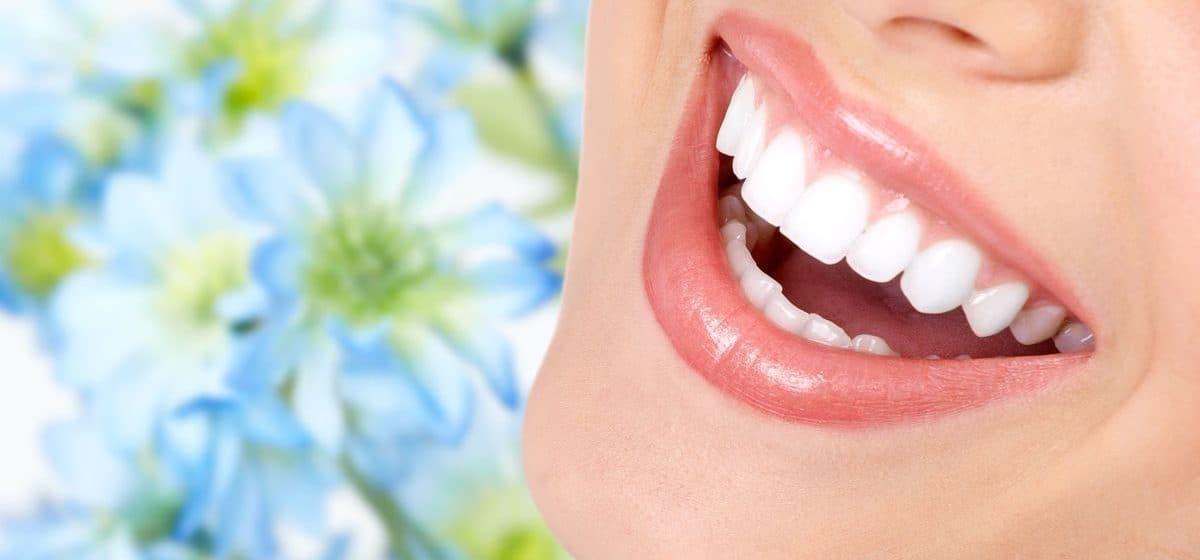 Имплантация зубов: от каких факторов зависит стоимость восстановления зубного ряда.