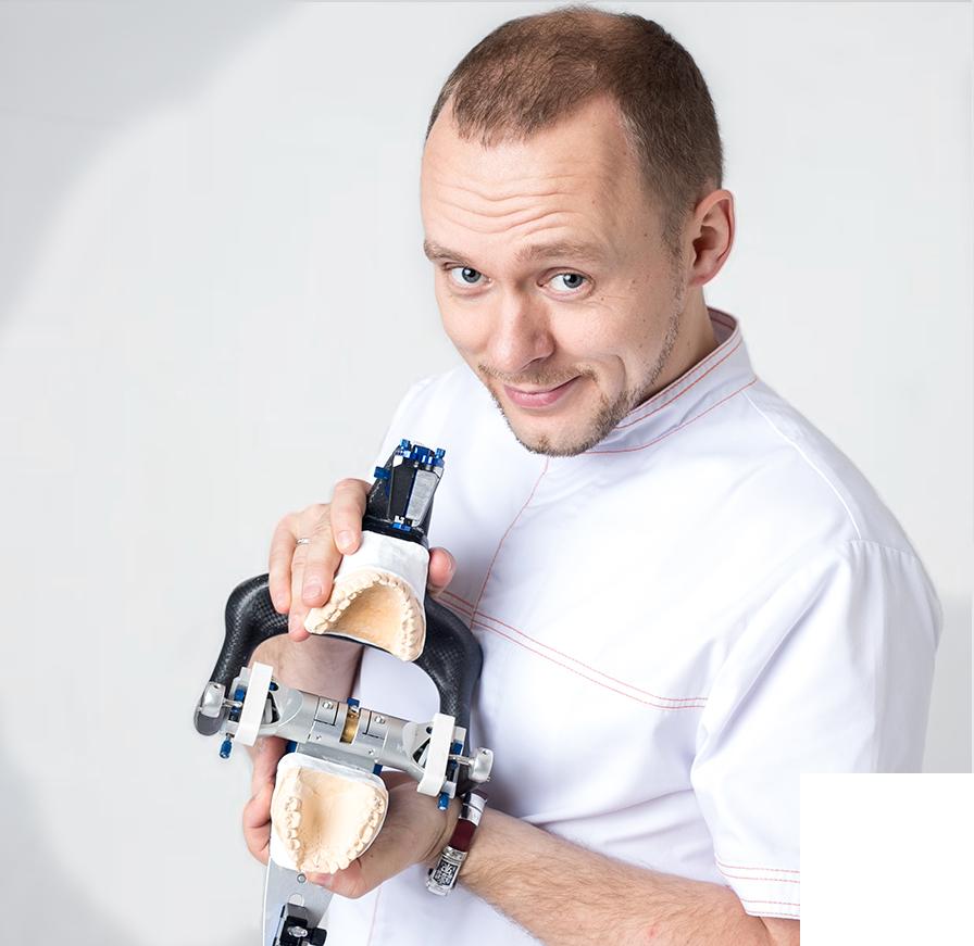 Иван Служаев - врач стоматолог