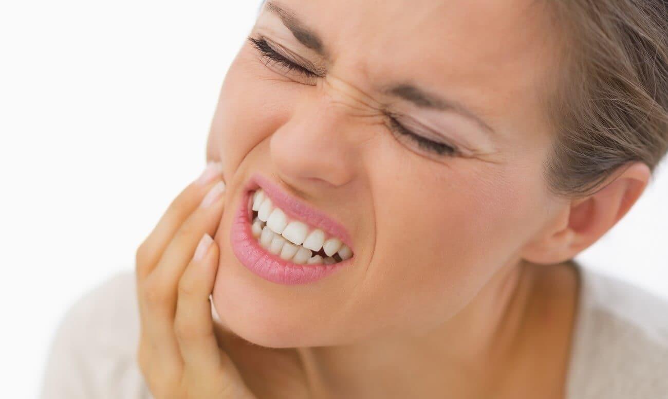 Почему скрипят зубами?