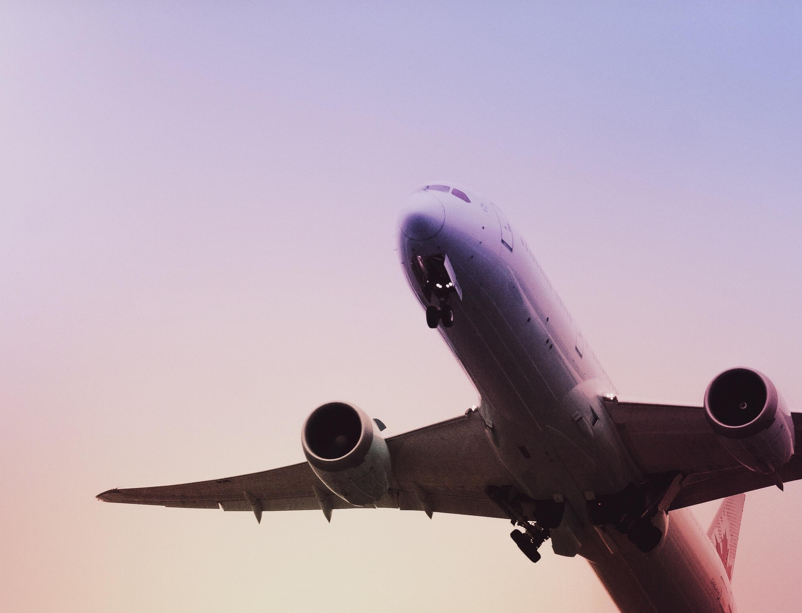 Можно ли летать после имплантации зубов